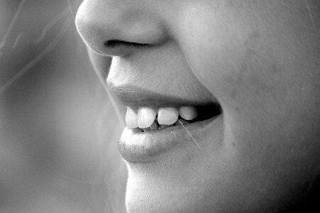 口の中に口内炎じゃない謎の突起物が!舌ガンじゃと恐怖に震えた話